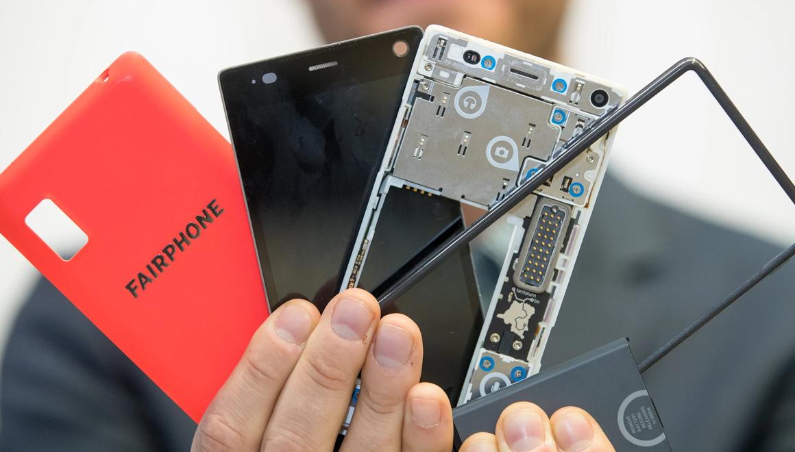 Modüler telefon parçalarına ayrıldı! iFixit'in gözdesi
