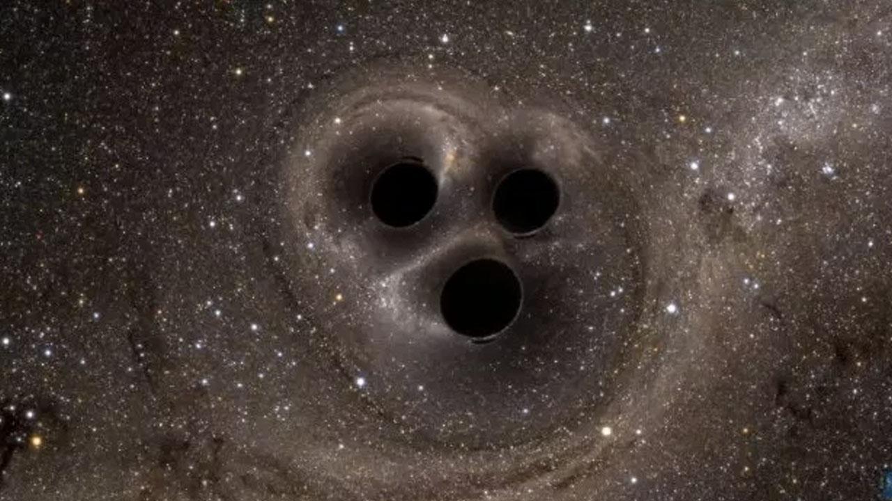 NASA uyardı: Üç kara delik çarpışacak!